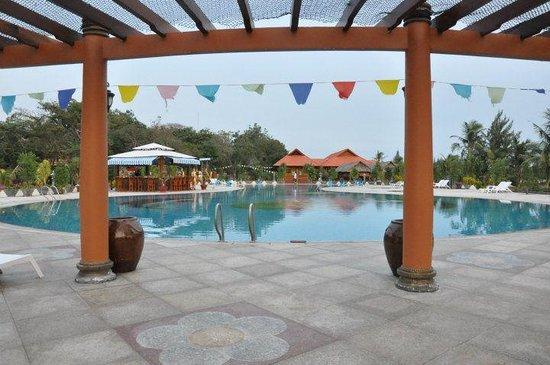Saigon Hococ Seaside Beach Resort & Hotels: Salt water pool