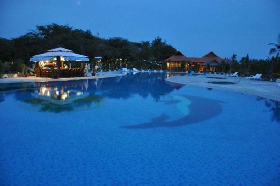 Saigon Hococ Seaside Beach Resort & Hotels: Fresh water pool at night