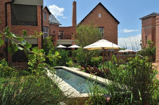Faircity Quatermain Hotel: Garden Lap pool
