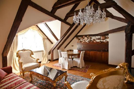 Alchymist Prague Castle Suites: De Castello living room + kitchenette