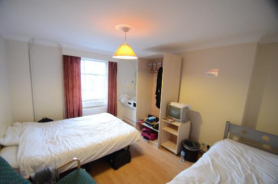 Belgrave Hotel London: notre chambre au 3eme étage pour 3 personnes