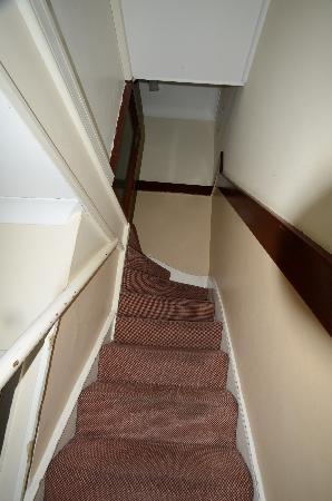 Belgrave Hotel London: l'escalier de service pour l'accés au chambre