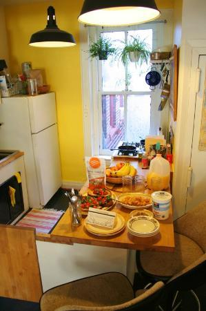 3B: The Downtown Brooklyn Bed and Breakfast: Friday's glorious breakfast