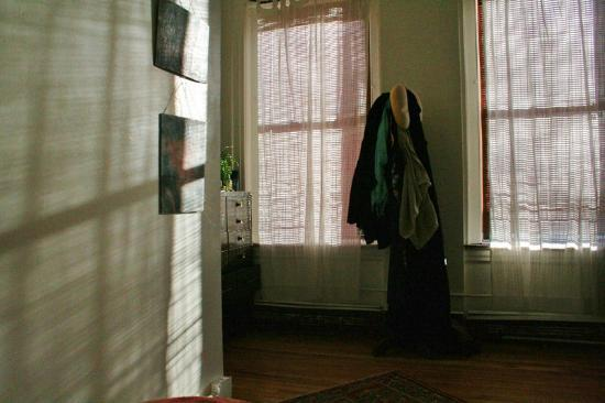 3B: The Downtown Brooklyn Bed and Breakfast: The morning light, through the blinds