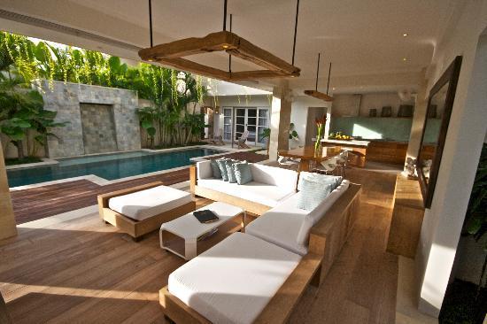 Pantai Indah Villas Bali: Living area