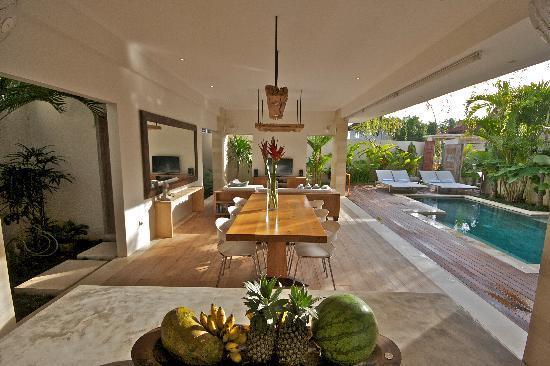 Pantai Indah Villas Bali: Living & Dinning area