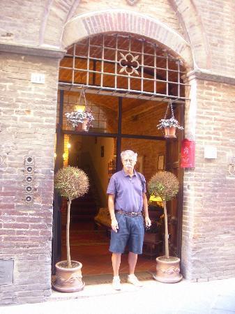 Locanda di San Martino: Hotel entrance door