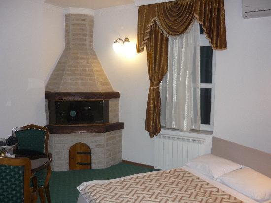 Hotel Latinski Most: zona soggiorno con divanoletto per i ragazzi