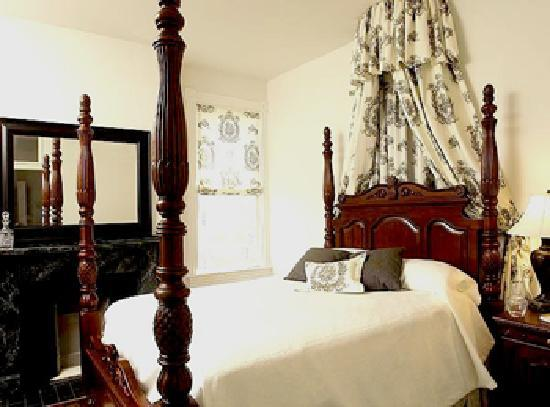 Freemason Inn Bed & Breakfast: East India Tea Company Suite