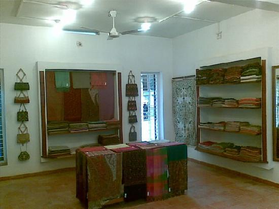 Shalimar Weaves: insid the shop