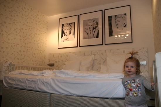 Hotel Savoy: room 201