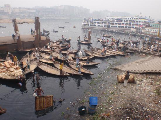Sadarghat : Small boats at the port