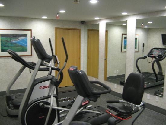 ميكروتيل إن آند سويتس باي ويندام إمز: Fitness center 2