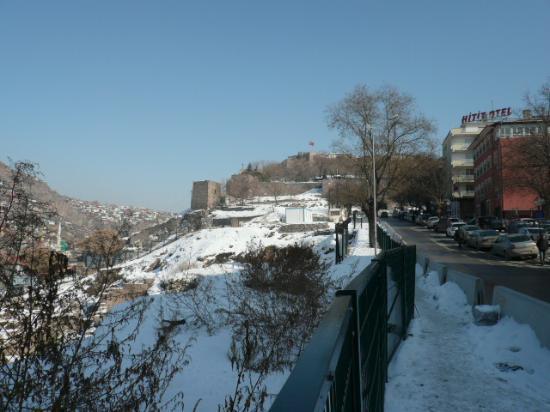 Ankara Citadel (Hisar): 下から見る城