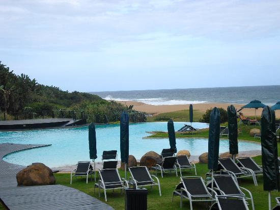 Fairmont Zimbali Lodge: pool at beach