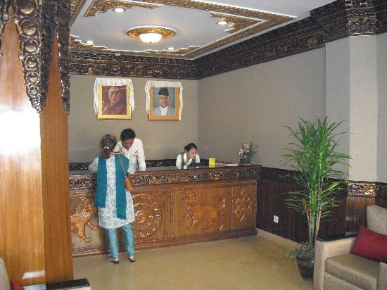 Hotel Tibet International: Reception area