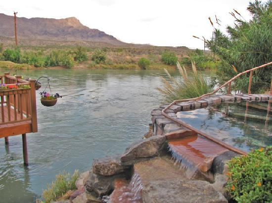 Sierra County, New Mexiko: Riverbend Hot Springs on the Rio Grande in T or C