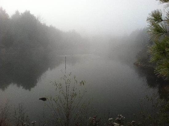 Meadowlake Ranch: Morning mist over lake in front of Cabin 2.