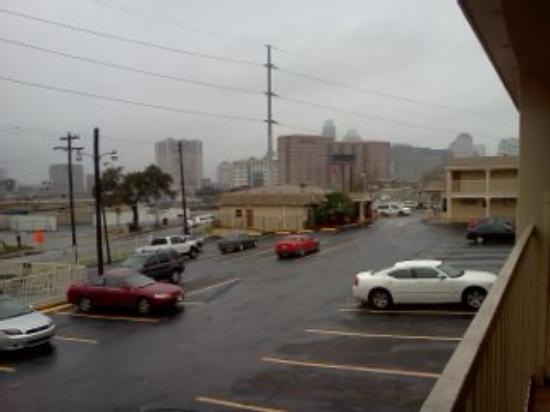 Super 8 Austin Downtown/Capitol Area: VIEW OF DOWNTOWN FROM ROOM (drizzling)