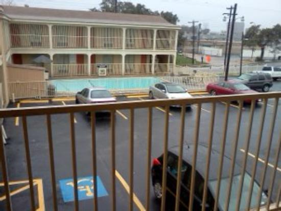 Super 8 Austin Downtown/Capitol Area: VIEW OF POOL
