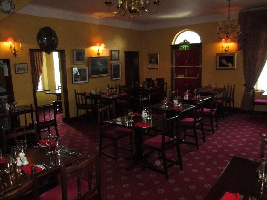 Redbank Guest House: the restaurant setting
