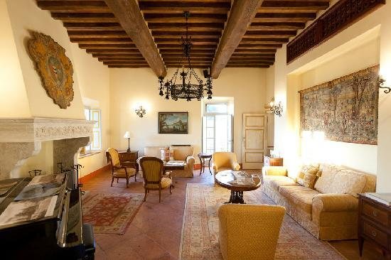 Buonconvento, Italia: The formal living room in the Manor House