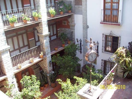Socavon: patio del hotel