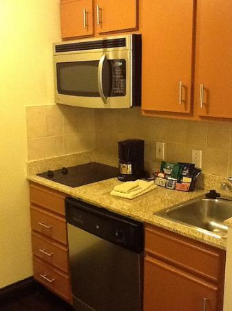 HYATT house Colorado Springs: Kitchen Area