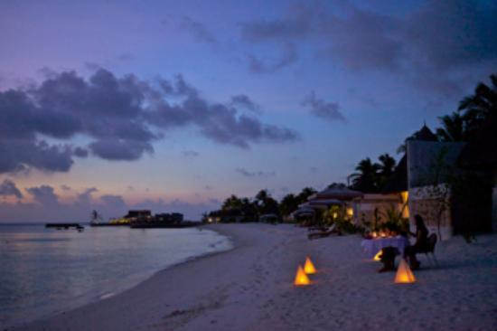 Jumeirah Vittaveli: Strand Sunsetseitig Dämmerung