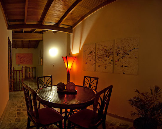 61Prado Guesthouse: common area