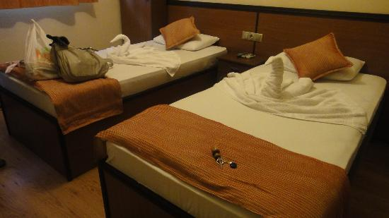 Dreams Hotel: Twin bedroom