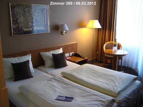 Best Western Hotel Kaiserslautern: Zimmer 309 Schlaf- und Wohnbereic