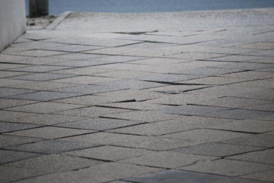 Hôtel Odalys Les Hauts de Cocraud : Broken paving