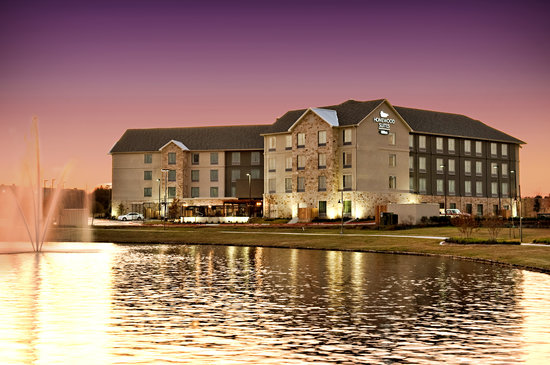 Homewood Suites by Hilton Waco, Texas: Homewood Suites by Hilton over scenic Legend Lake