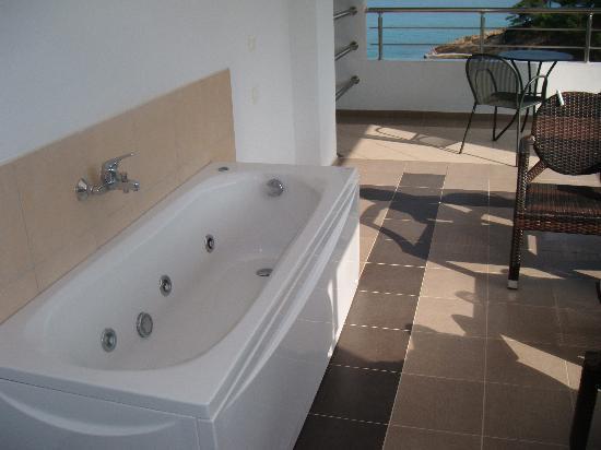 Limenaria, Griechenland: bath on a balcony - fantastic
