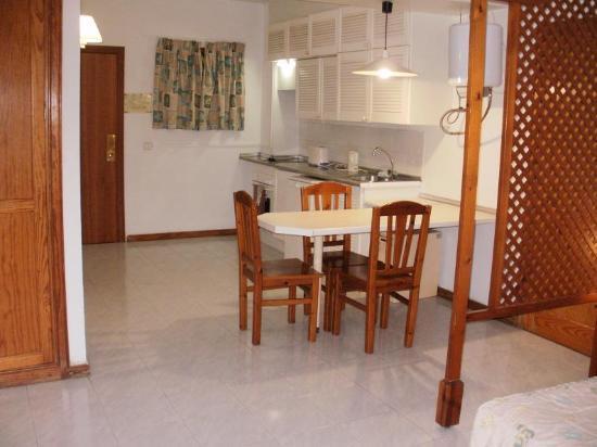 Oceano Apartments : Kitchen area