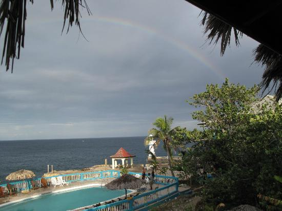 Negril Escape Resort & Spa: rainbow with no rain in the am