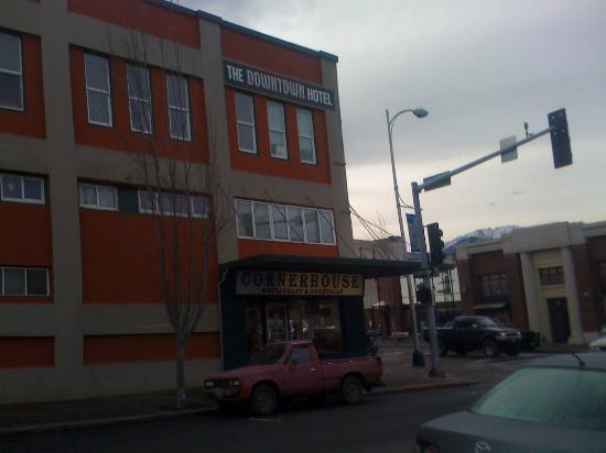 Port Angeles Downtown Hotel: From across the street. Feb 17  2012