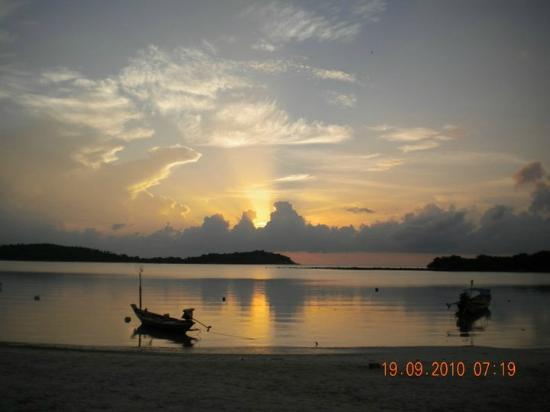 Chaweng Noi Beach: Chaweng beach sunrise