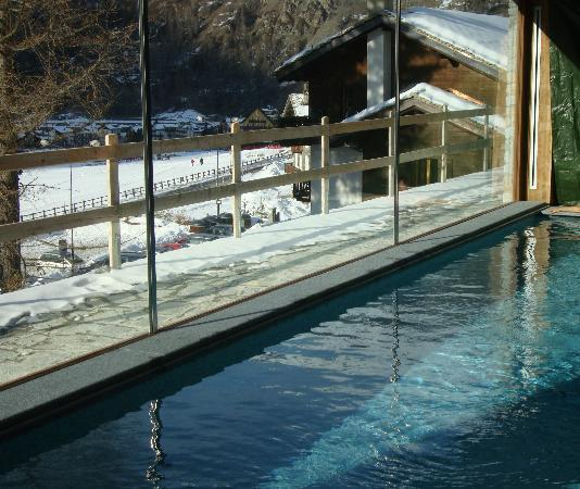 La Madonnina del Gran Paradiso: La piscina con vista neve!