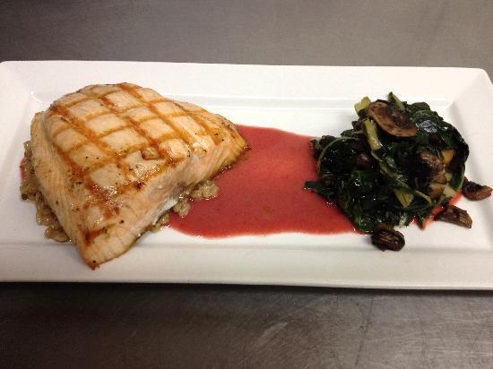 Cibo Ristorante Italiano: Grilled Wild Salmon