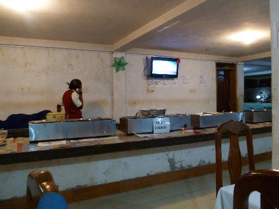 Entebbe Flight Motel: Dinner buffet that made me sick