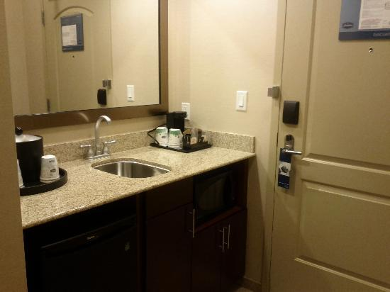 Hampton Inn by Hilton Edmonton/South: kitchenette area