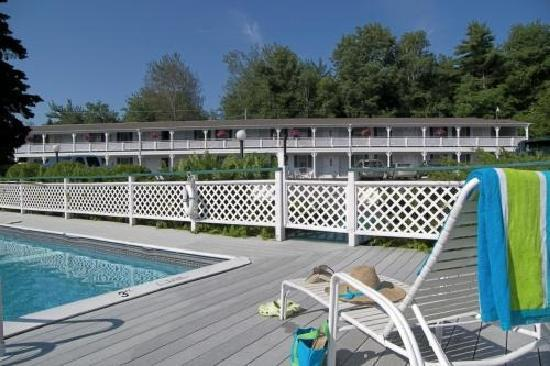 Cedar Crest Inn: Standard building housing mini suites and standard rooms
