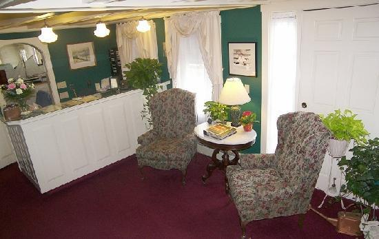 Cedar Crest Inn: Inviting lobby