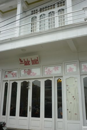 Jade Hotel: Front