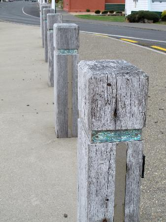 Riverton Bed and Breakfast: Paua shell in bollards