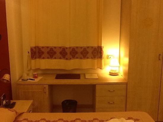 Hotel Domomea: scrivania