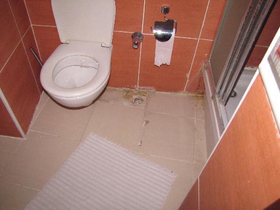 Hotel Fahri: Bathroom