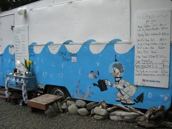 Te Araroa Holiday Park: Erina's Caravan Cafe
